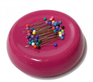 Grabbit Magnetic Pin Cushion - Raspberry
