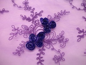 Double Border Rosette Netting - Purple flower detail