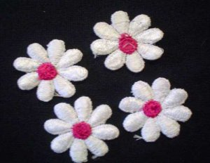 Applique - 4 White Flowers w/pink center